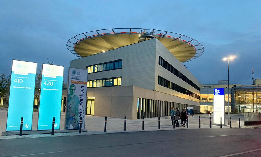 Nieuwe chirurgische universiteitskliniek Heidelberg in Duitsland volledig ingericht met digitale patiënten geleidingssysteem van Logis.P